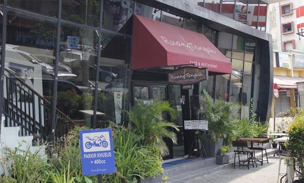 Restoran Mewah Di Sarinah - Ruang Tengah